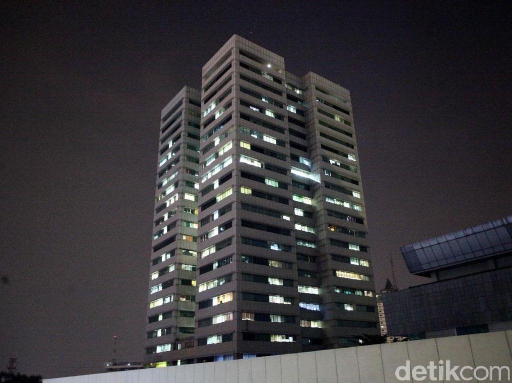 Foto: Ini Gedung DPR yang Diisukan Miring 7 Derajat, Beneran?