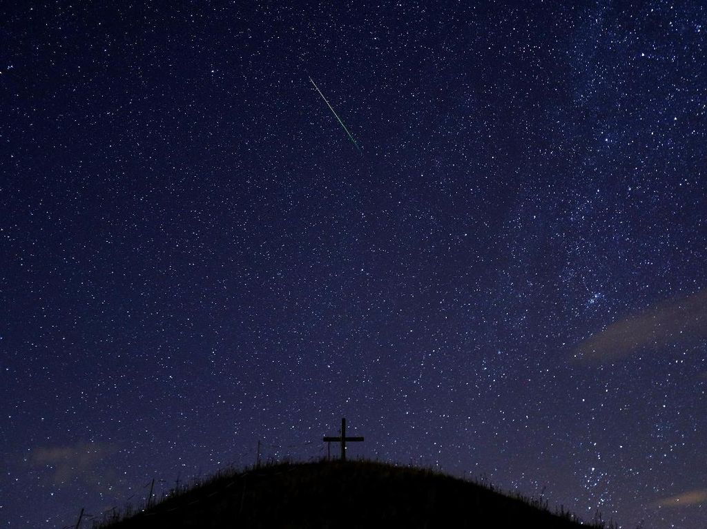 Catat! Ada 3 Hujan Meteor Hiasi Langit RI Agustus Ini