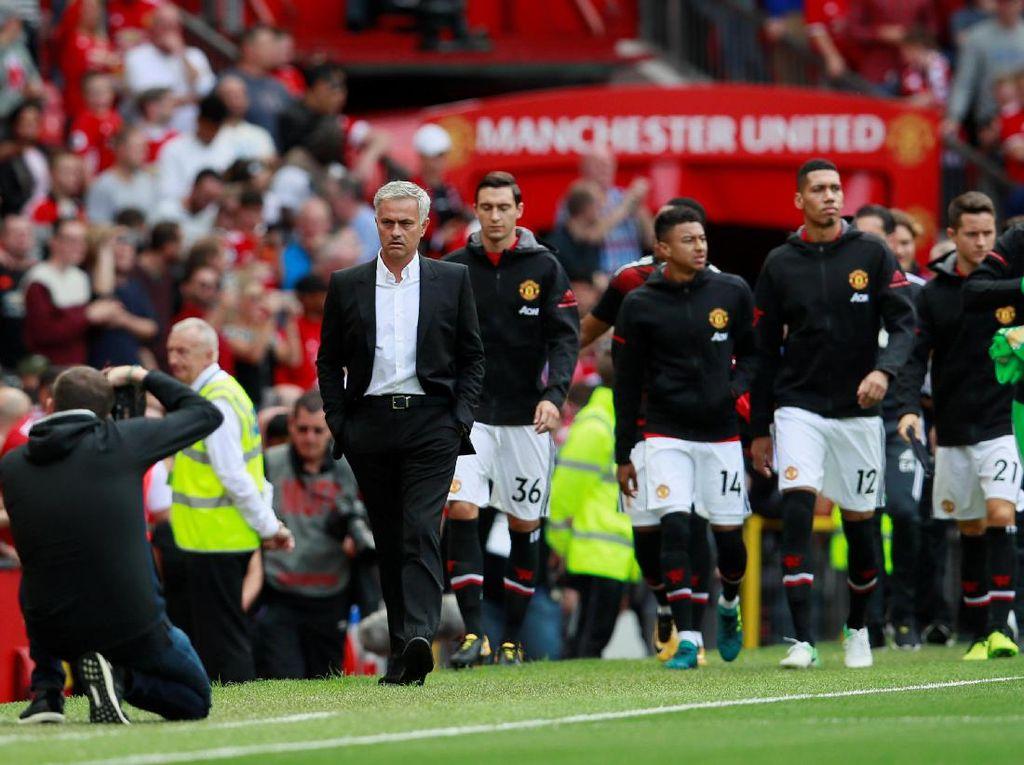 Senyum Dong, Mourinho