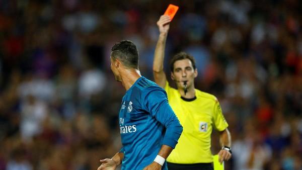 Ronaldo Tiru Perayaan Messi... tapi Kemudian Dikartu Merah