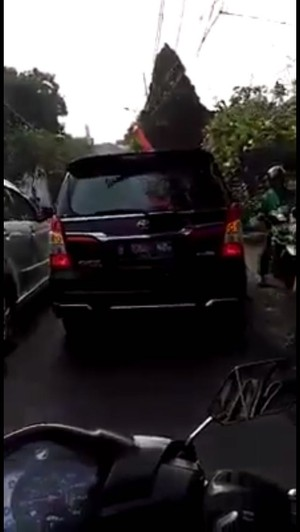 Mobil Anies Serobot Antrean, Jubir: Si Ibu Malah Nggak Pakai Helm