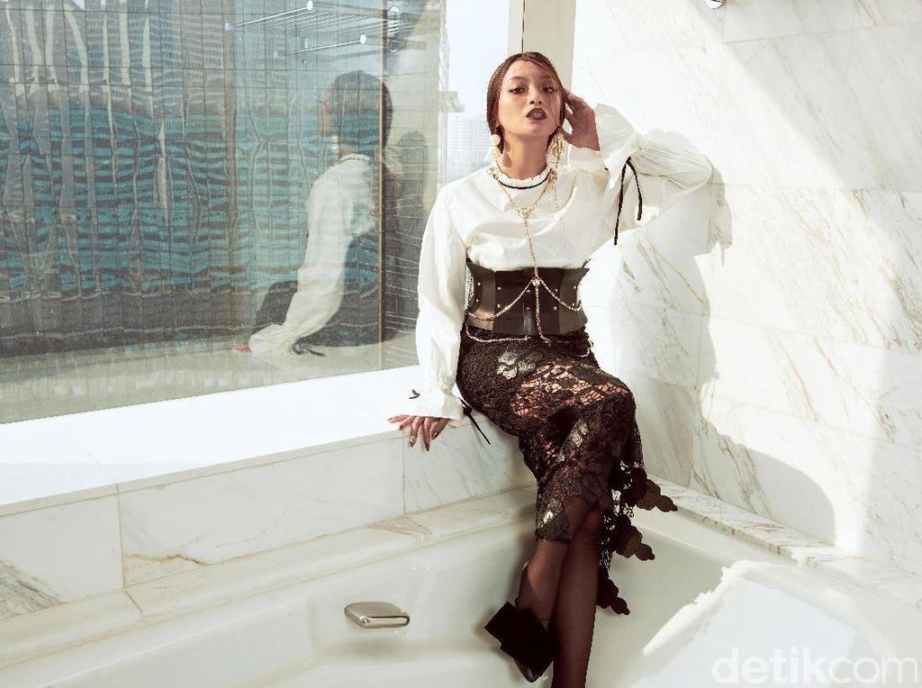 Asmara Abigail Calon Si Ratu Layar Perak