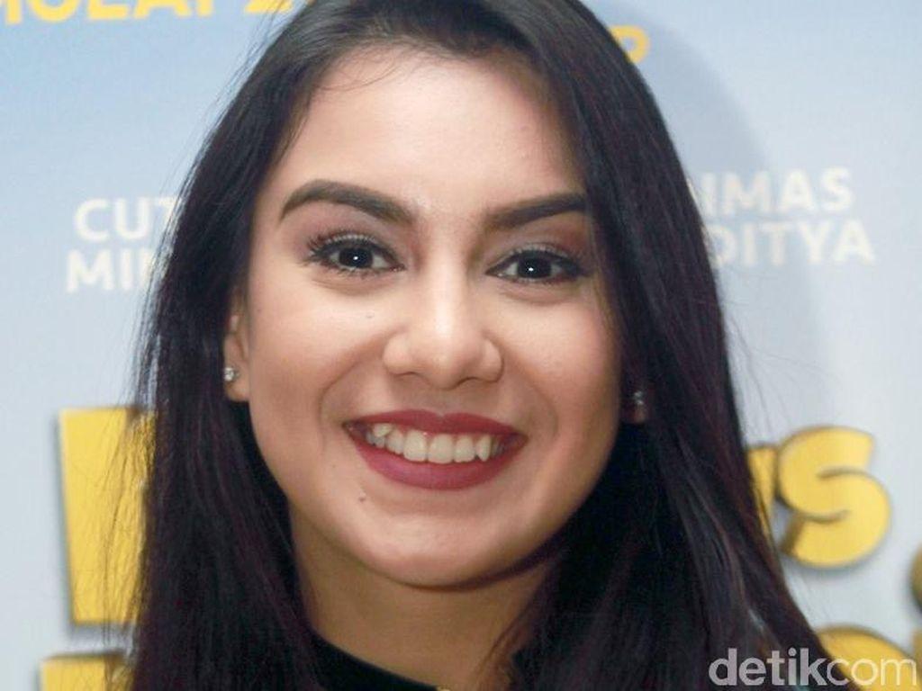 Foto: Manisnya Senyuman 10 Artis Indonesia Pemilik Gigi Gingsul