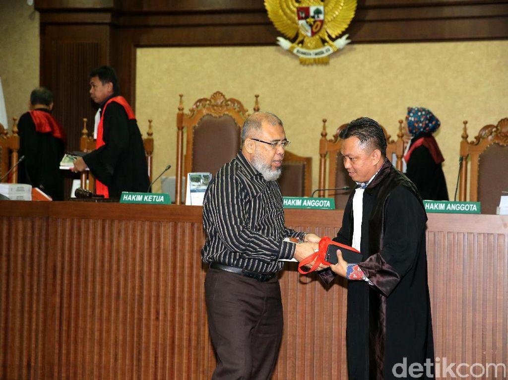 Patrialis Akbar Dituntut 12,5 Tahun Penjara
