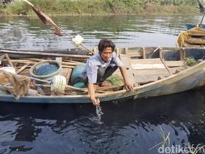 Warga Serang Mengeluh Sungai Cidurian Menghitam Akibat Limbah