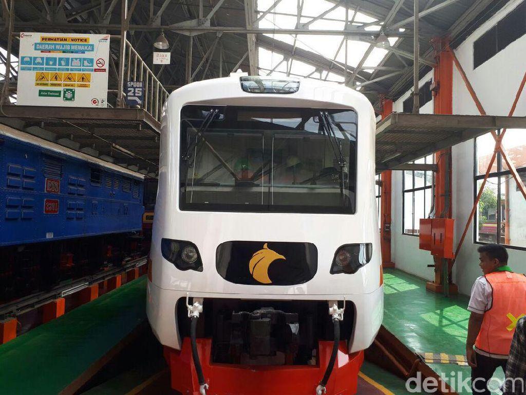 Penampakan Rangkaian Kereta Bandara Soekarno-Hatta di Manggarai