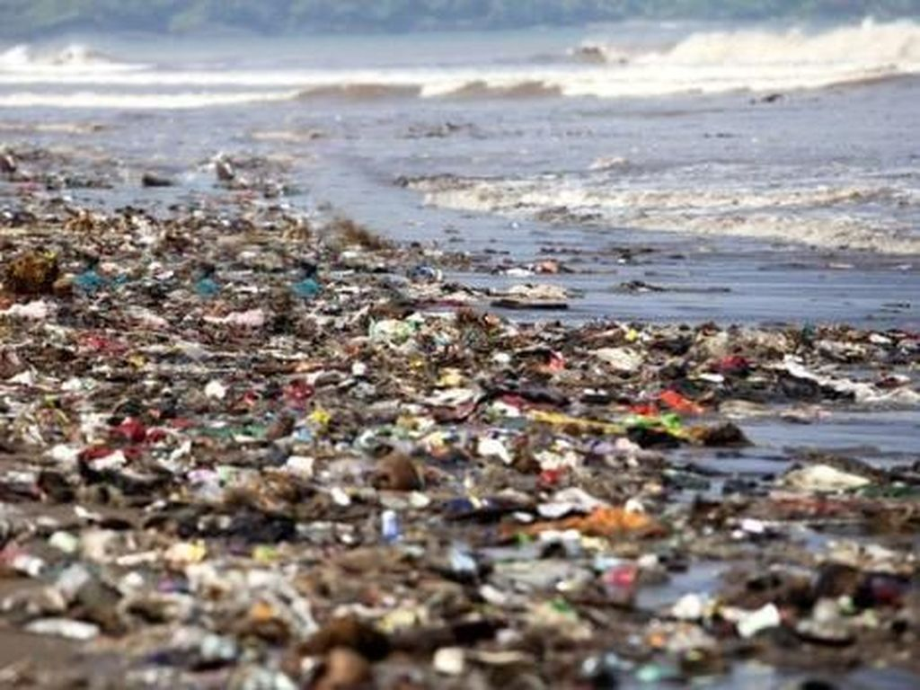 Kasihan Bumi, Punya Sampah Hampir Seluas Indonesia