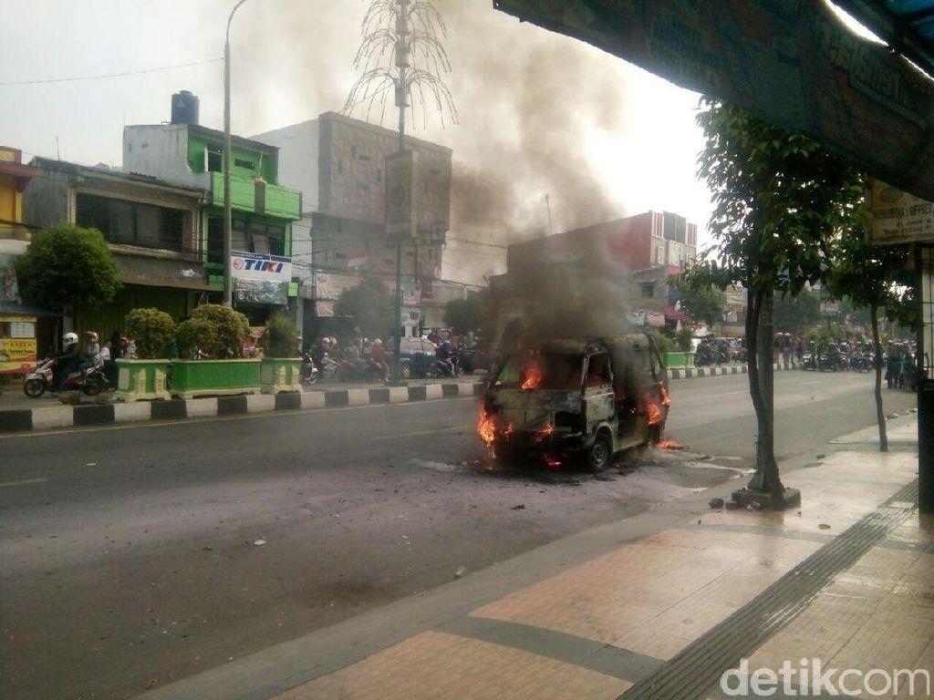 Angkot Terbakar di Serang, Tidak Ada Korban Jiwa