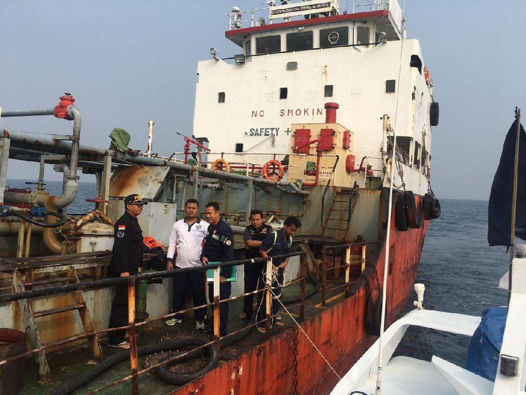 Berlayar Tanpa Surat, Kapal Tanker Terjaring di Pulau Untung Jawa