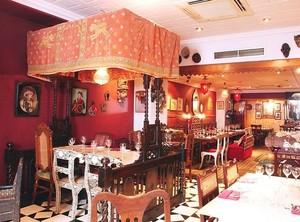 Restoran Unik di Dunia Ini Punya Interior Antik, Jadul hingga Amat <i>Simple</i>