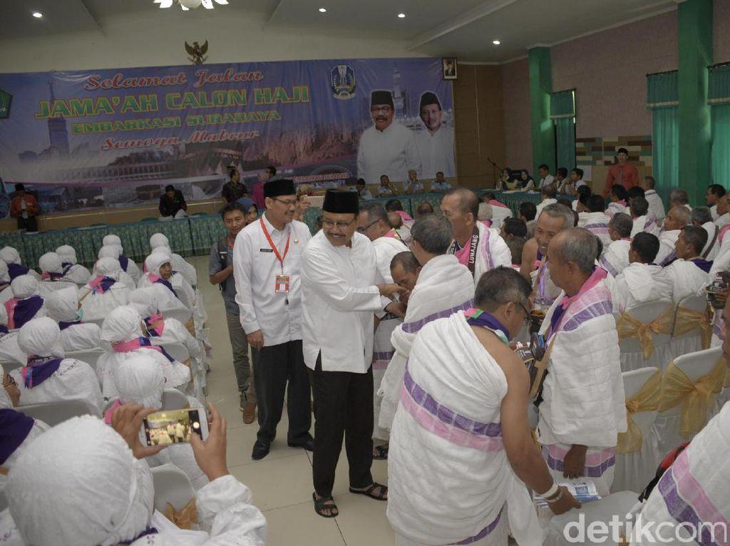 Lepas Calon Haji Gelombang II, Wagub Jatim Titip Doa ke Jemaah