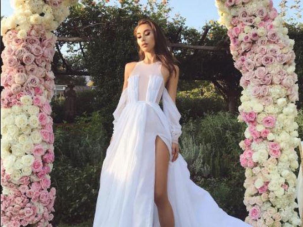 Unik, Fashion Blogger Ini Beri Inspirasi Gaun Pengantin Naked Dress