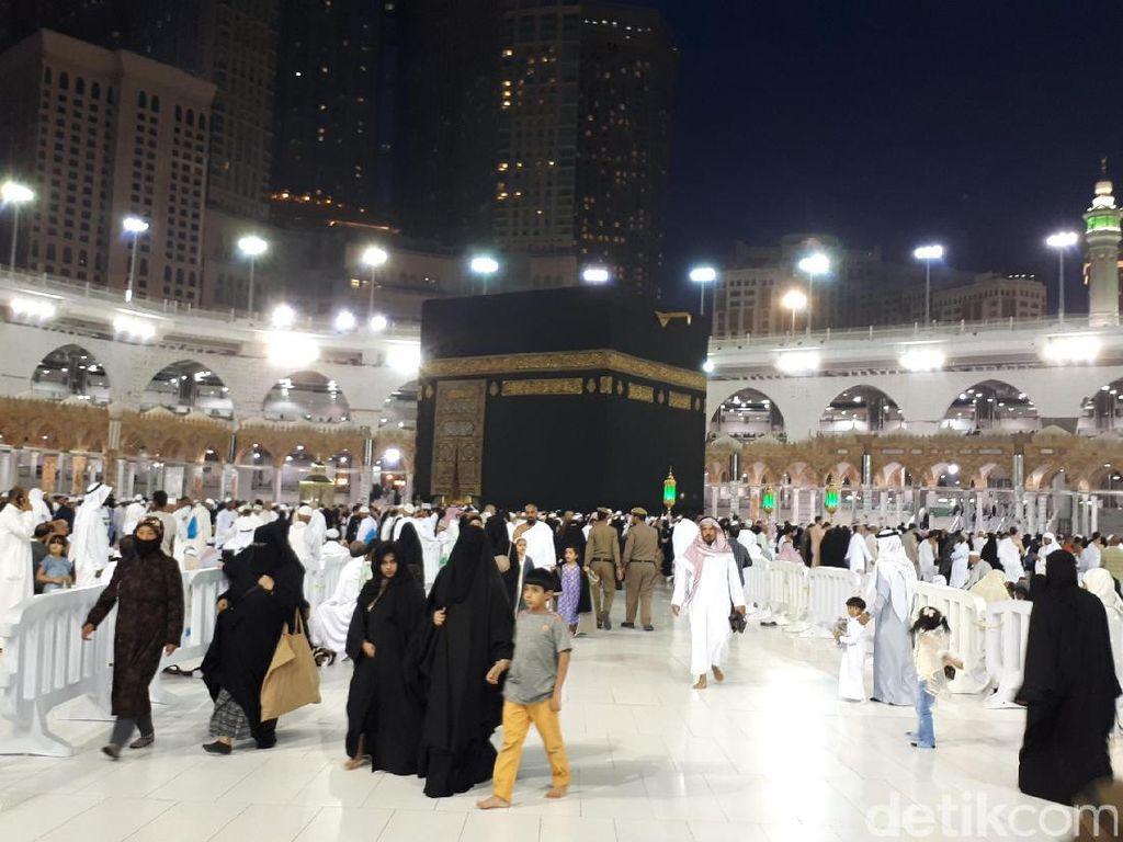 Suasana Masjidil Haram Mekkah di Awal Musim Haji