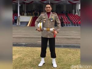 Polisi Muazin Aksi 212 Ini Jadi Danup Penurunan Bendera di Istana