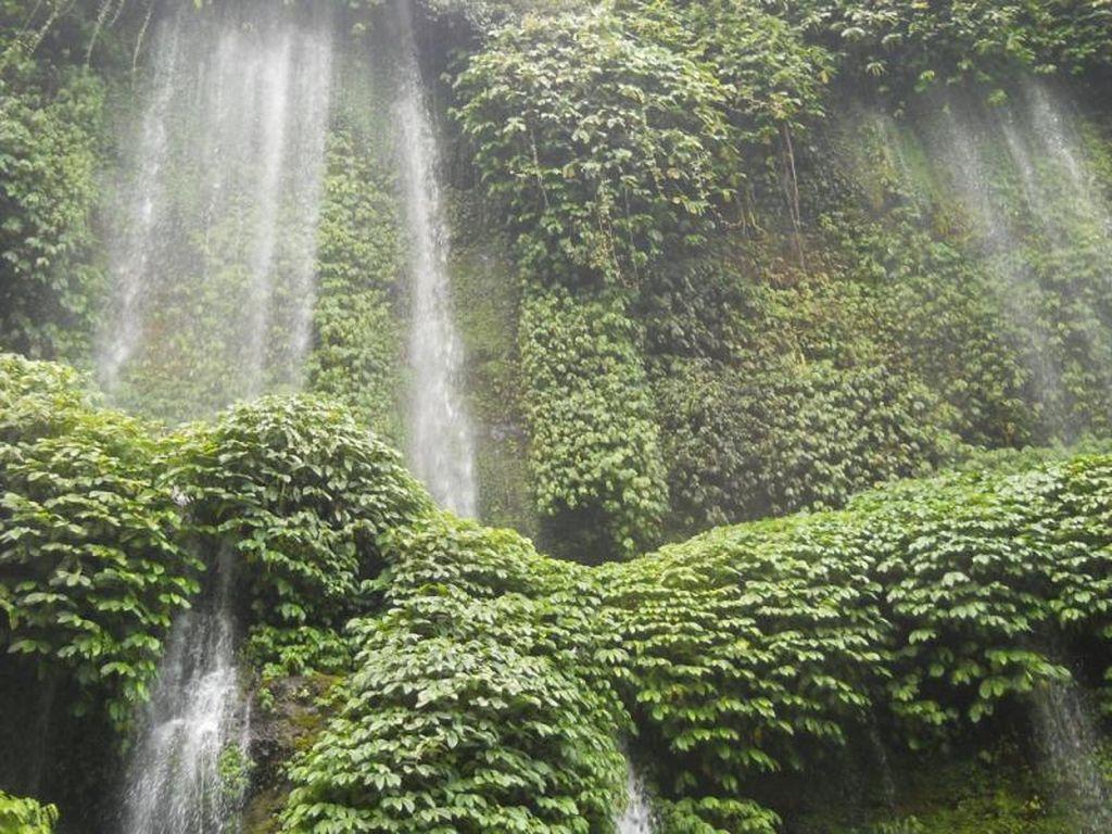 Air Terjun Sehalus Benang di Lombok