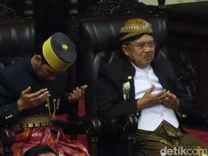 Foto: JK Tersenyum Saat Tifatul Doakan Jokowi Gemuk