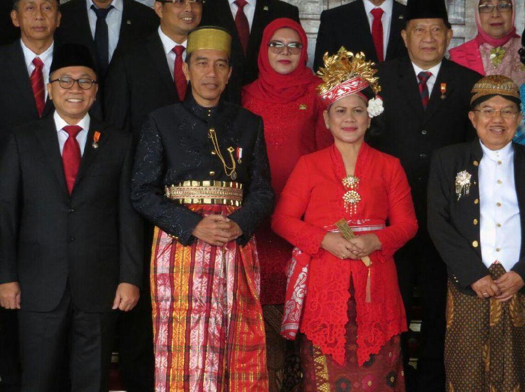 Trending Topic MPR RI, Netizen Puji Pakaian Adat Presiden Jokowi
