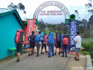 Ribuan Pendaki akan Ikuti Upacara HUT RI di Puncak Gunung Slamet