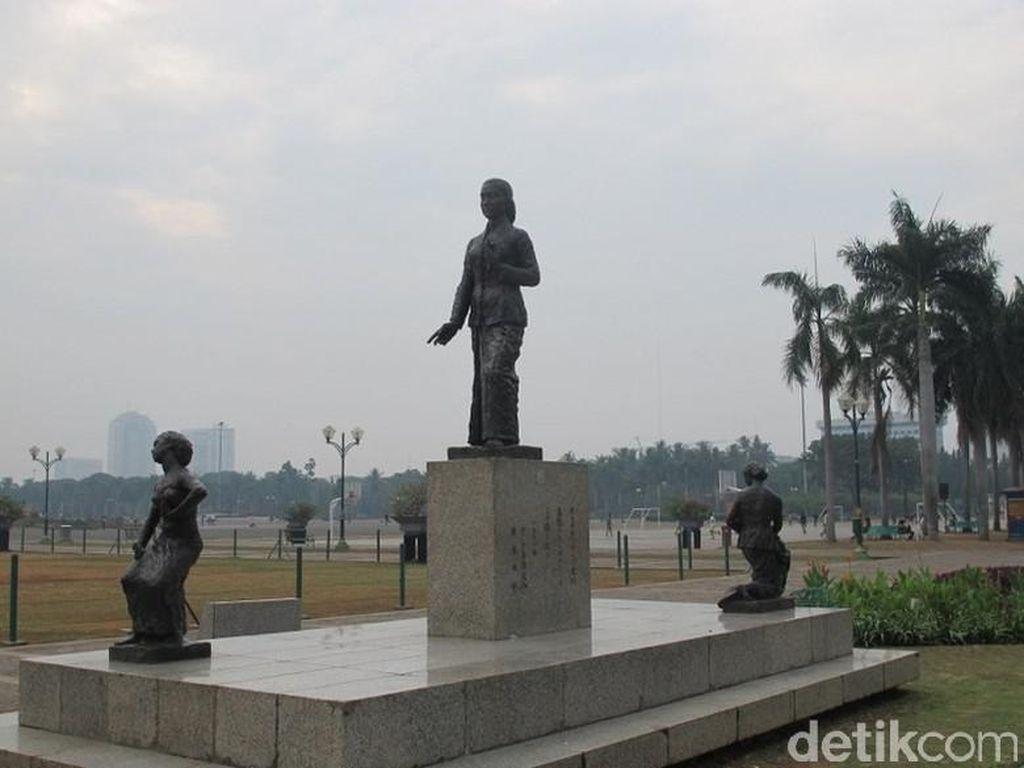 Patung Kartini di Monas Beraksara Asing, Faktanya Mengejutkan