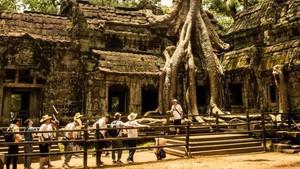 Sehari Jadi Lara Croft di Angkor Wat