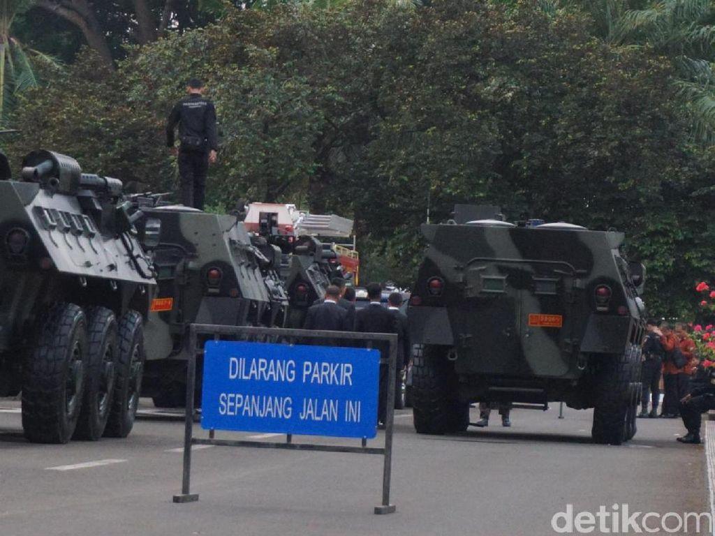 Jelang Kedatangan Jokowi, Panser dan Paspampres Disiagakan di DPR