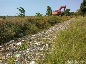 Sampah Menumpuk di Sungai Sidoarjo, Ini yang Dilakukan Dinas LHK
