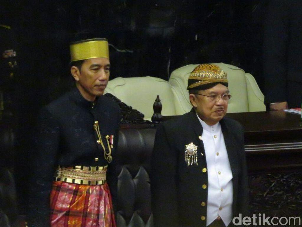 Puji Jokowi Pakai Baju Bugis, Nasir Djamil: Gagah dan Lebih Gemuk