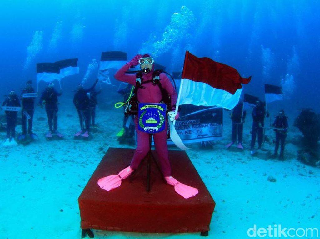 Cerita Istri Kapolri Upacara HUT RI di Bawah Laut