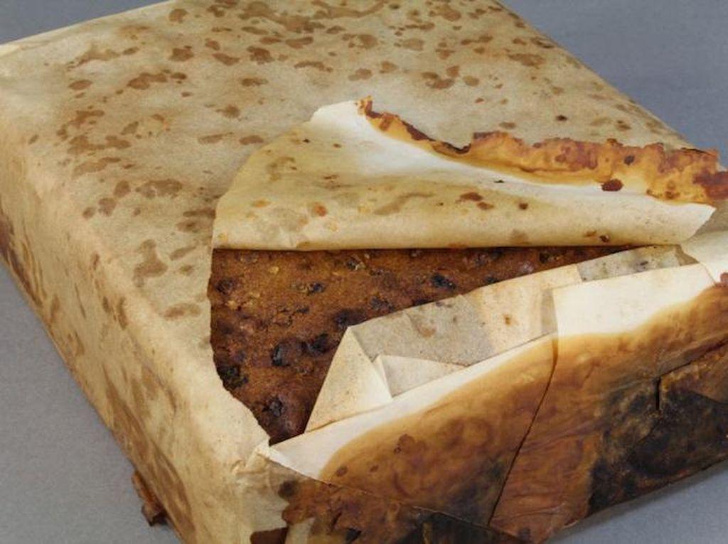 Wah, Fruitcake Berusia 106 Tahun Ini Masih Tampak Enak Dimakan!