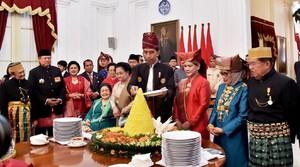 Agus Yudhoyono: Jokowi Potong Tumpeng Pejuang