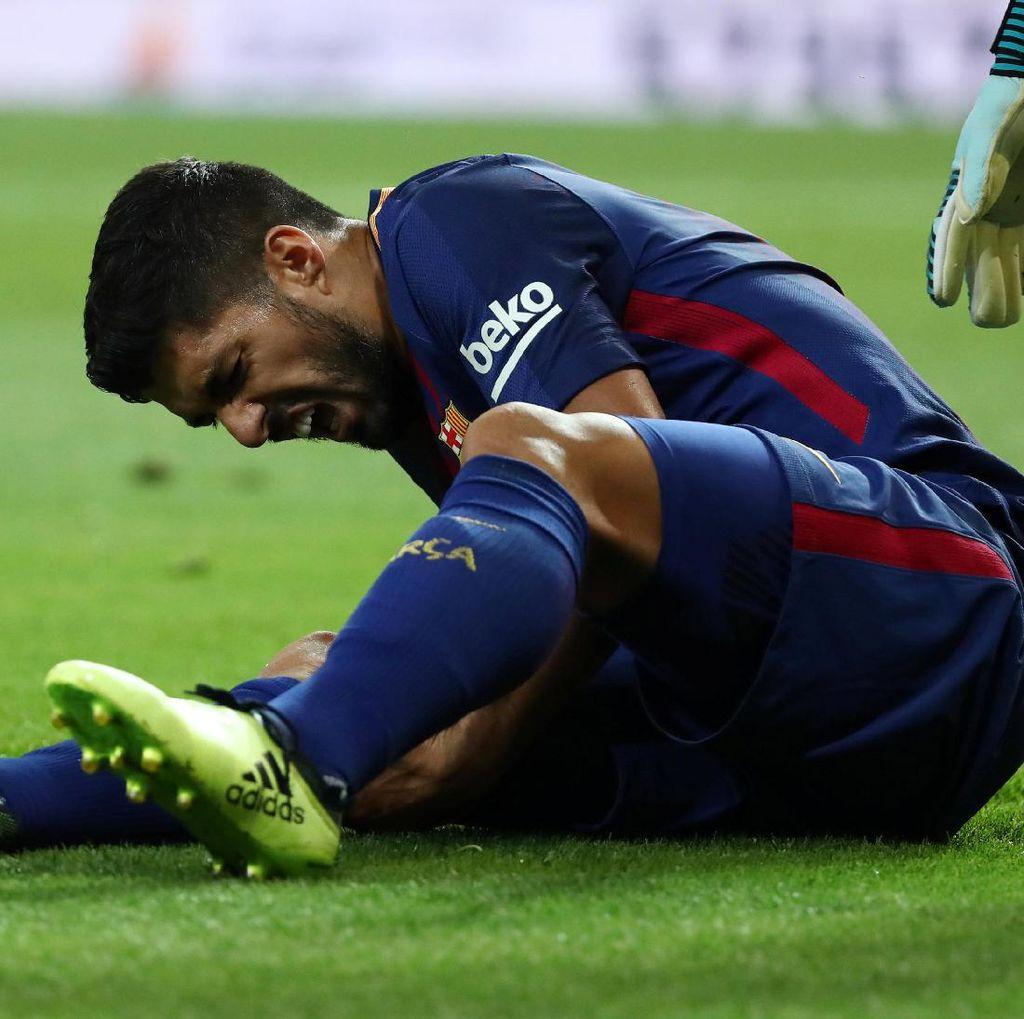 Kabar Buruk bagi Barca: Suarez Cedera Lutut dan Absen Empat Pekan