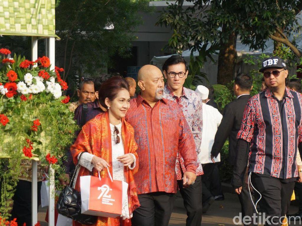 Karangan Bunga dari Jokowi untuk Istri Indro yang Tutup Usia