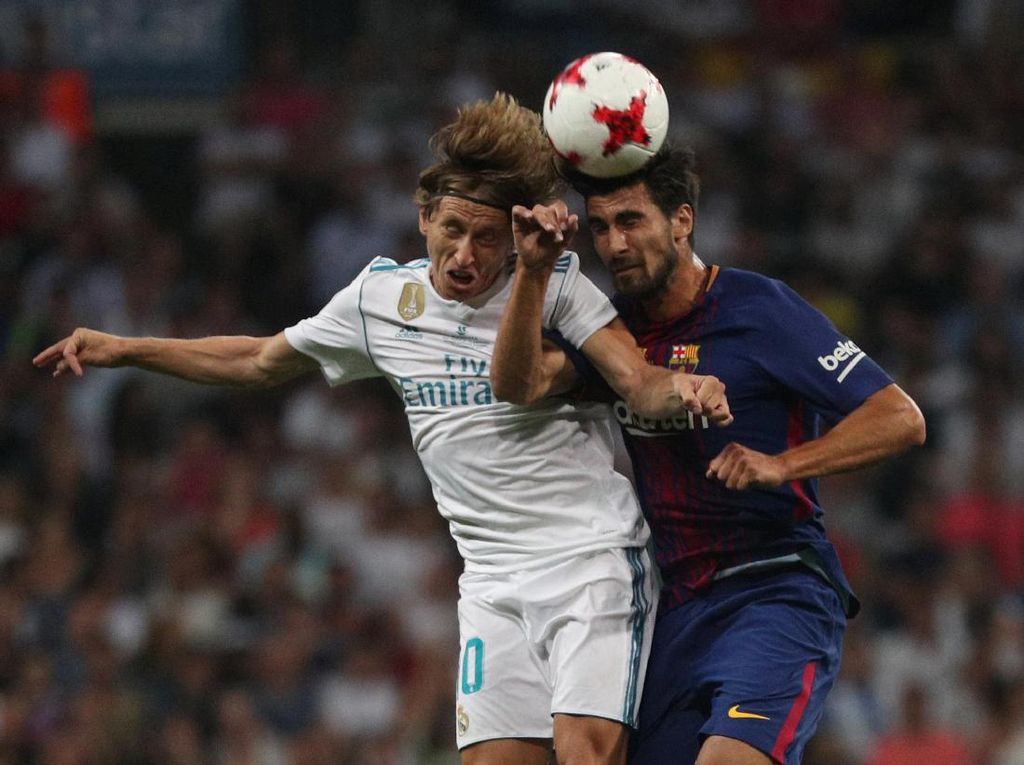 Madrid Angkat Trofi di Santiago Bernabeu Usai Redam Barcelona