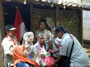 Komunitas di Situbondo Rayakan Kemerdekaan dengan Janda Miskin