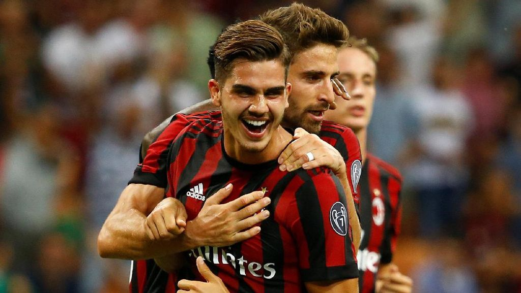 Shevchenko Kritik Transfer Milan yang Tanpa Perencanaan