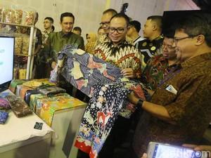 Menteri Hanif Buka Pameran UMKM Binaan CSR