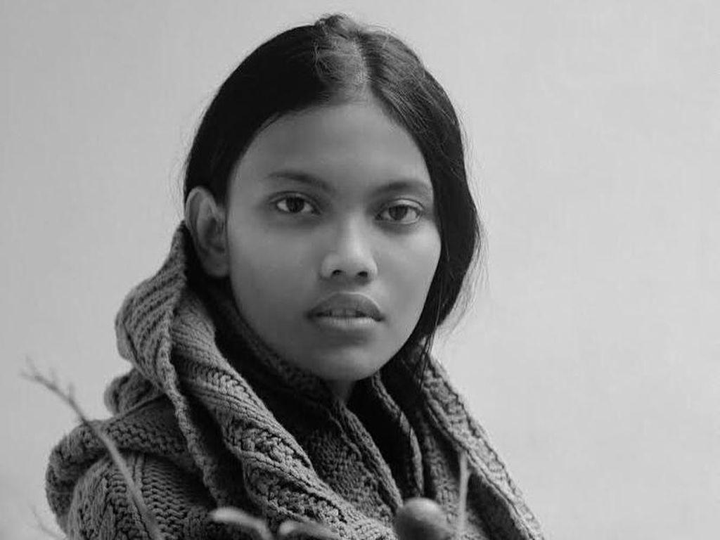 Profesional, Laras Sekar PD Pakai Baju Transparan di Paris Fashion Week