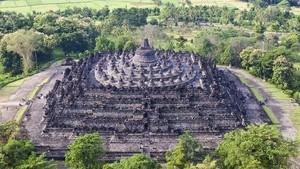 Melihat Seni Busana yang Terpahat di Relief dalam Mahakarya Borobudur