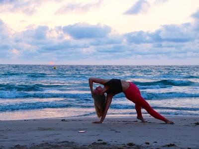 Yoga in Nature: Ketika Yoga Dilakukan Sembari Liburan