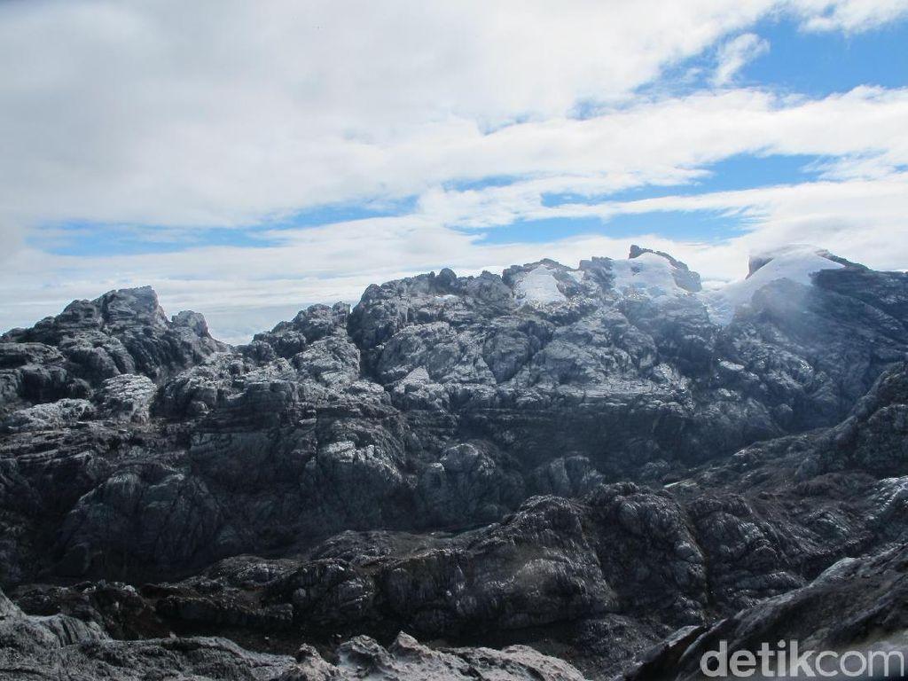 Apakah Es Abadi Indonesia Hanya Ada di Papua?