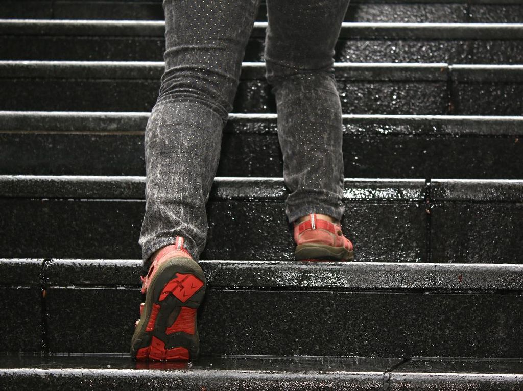 Naik dan Turun Tangga, Olahraga Sederhana yang Bermanfaat untuk Kesehatan