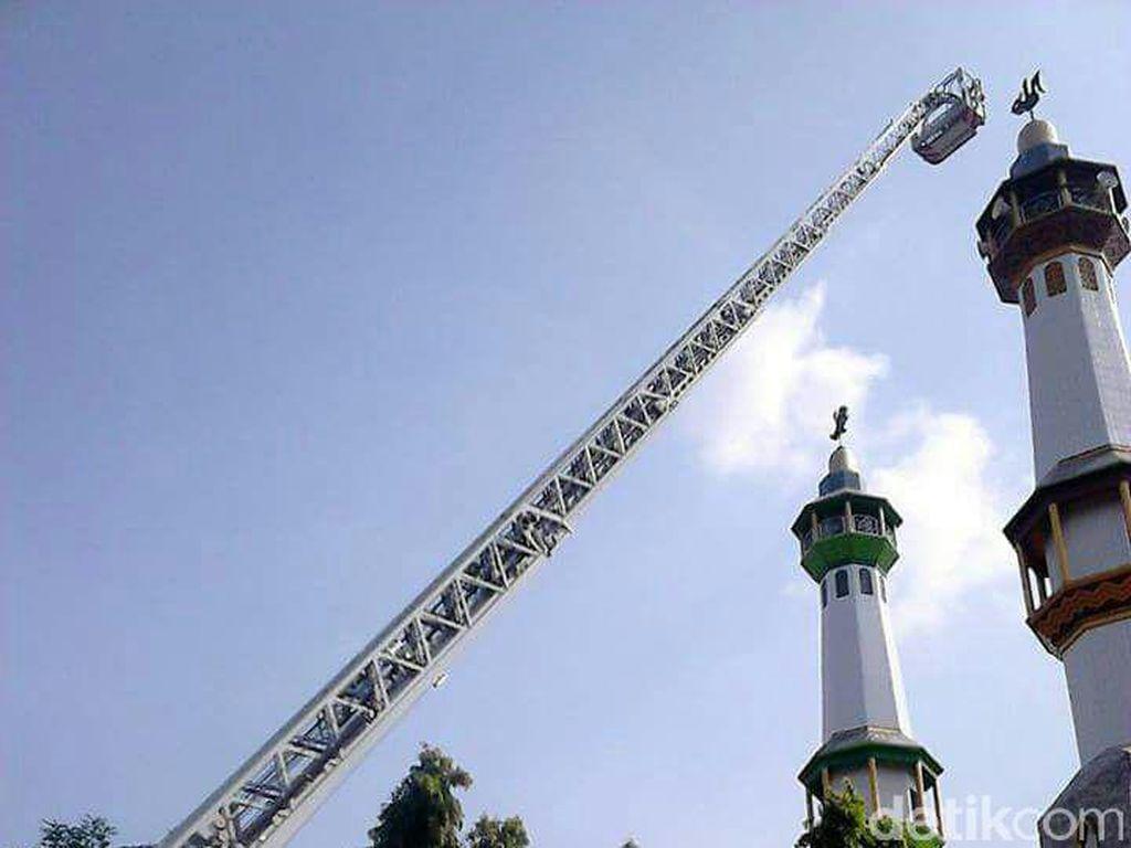 Kazim, Pria yang Pingsan di Menara Masjid Perbaiki Speaker Wafat