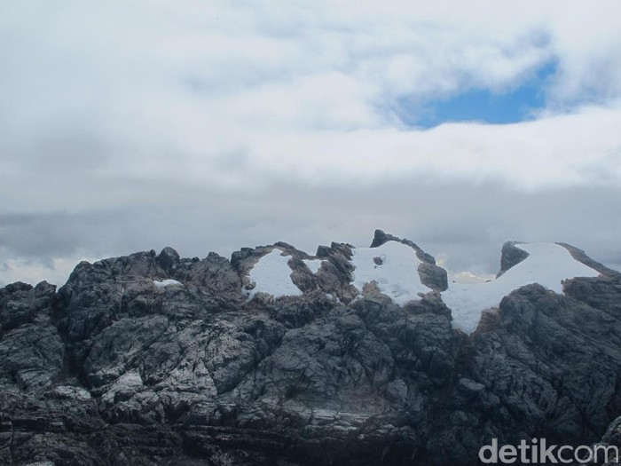 Penjelasan BMKG Mengenai Es Abadi Indonesia yang Akan Hilang