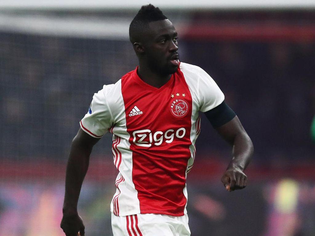 Spurs Akhirnya Beli Pemain, Rekrut Davinson Sanchez dari Ajax