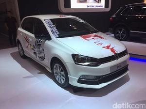 Ada Gambar Bung Karno di Mobil VW Polo