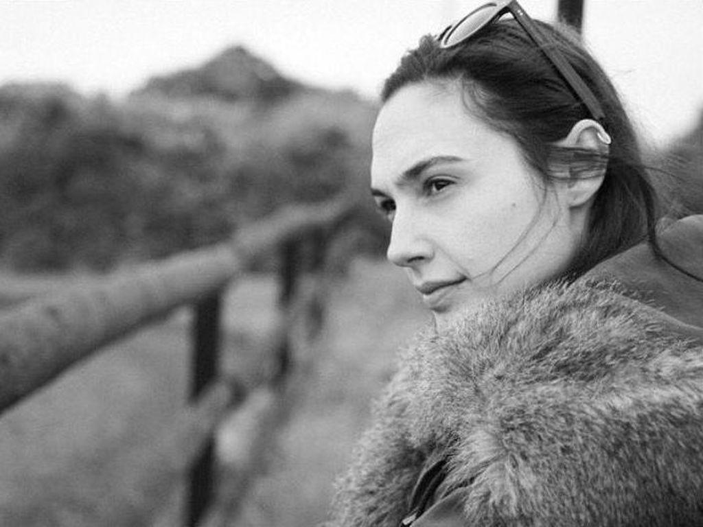 Foto: Gal Gadot yang Liburannya Sembunyi-sembunyi