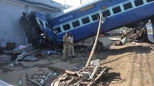 Melihat Kereta Tergelincir di India yang Tewaskan 23 Penumpang