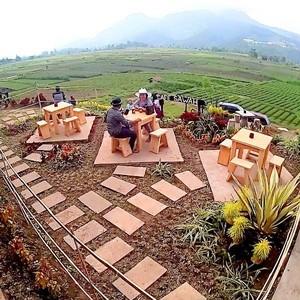 Resto dengan Pemandangan Cantik di Malang hingga 13 Makanan Berbahaya di Dunia