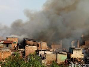 Kebakaran 300 Rumah di Kebon Pala Diduga Karena Korsleting
