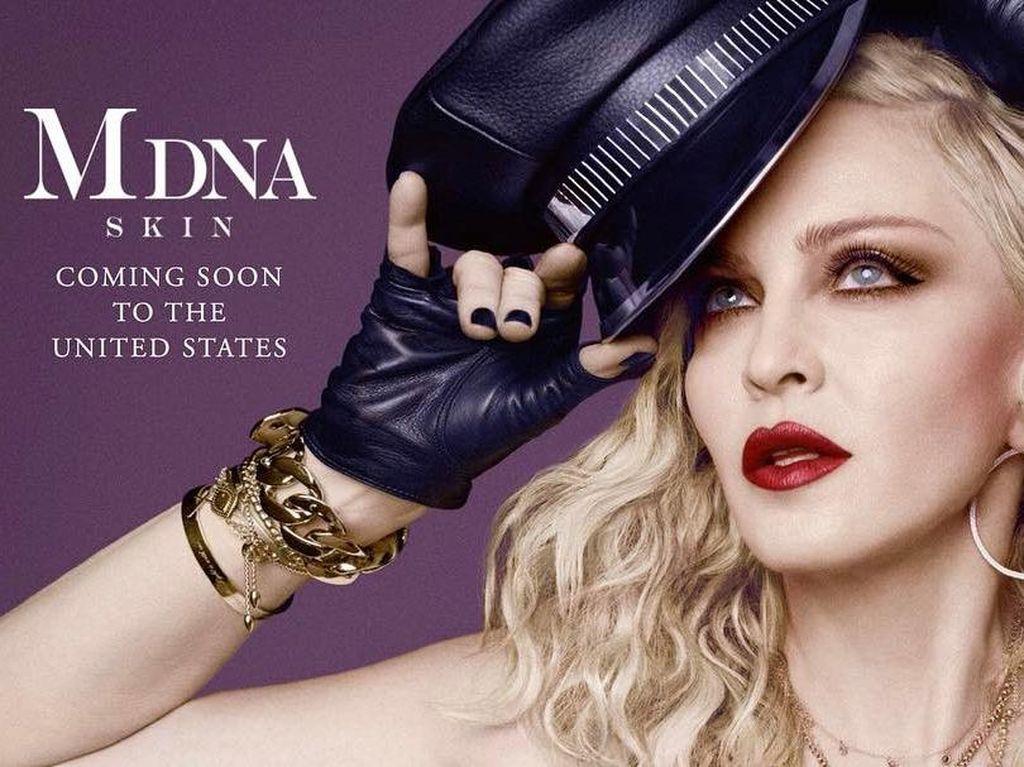 Perawatan Wajah Madonna Bikin Gagal Fokus, Bentuknya Mirip Mainan Seks